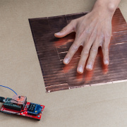 Enginursday:带青少年和XBee的电容式触摸舞池原型
