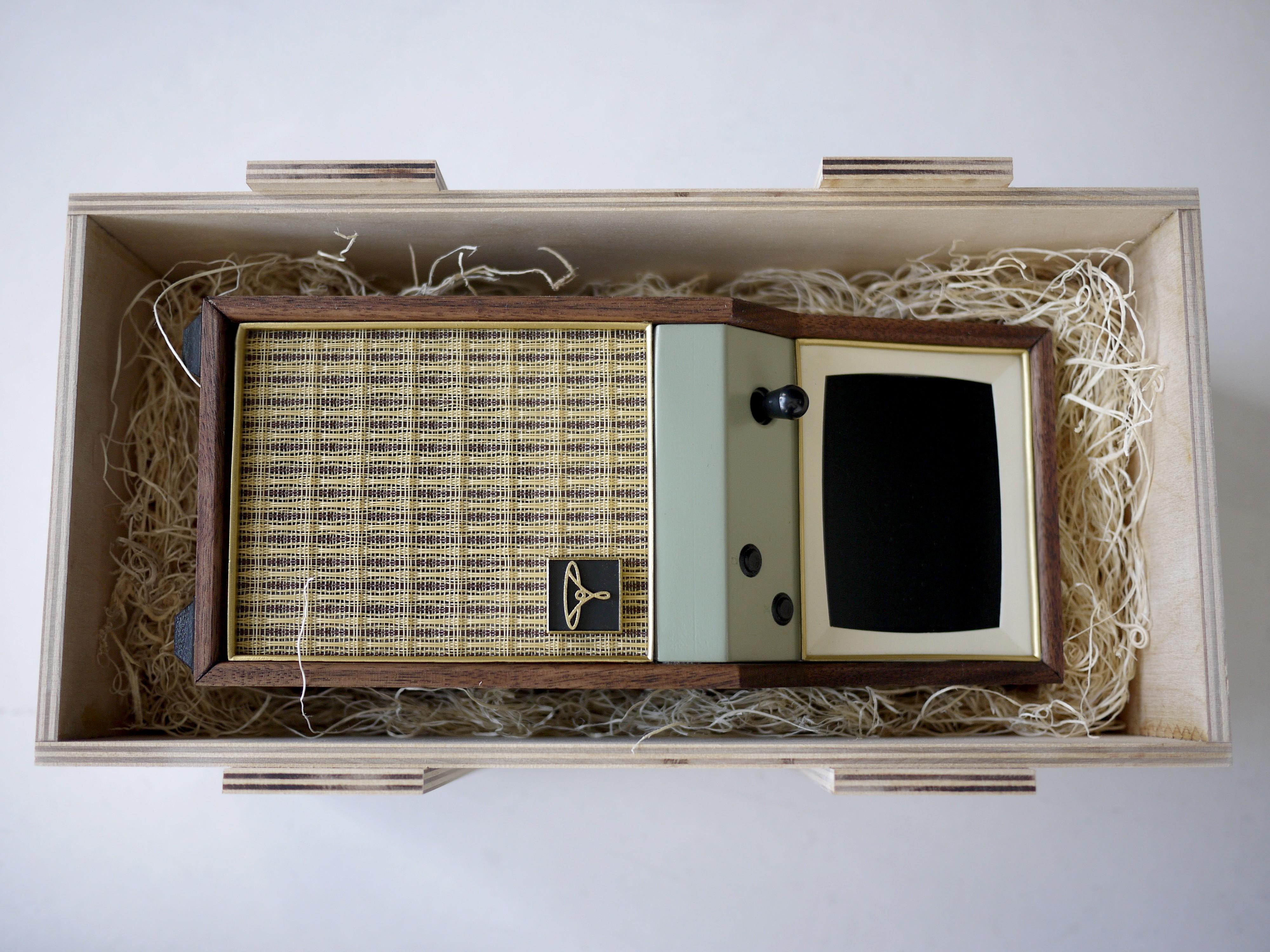 https://cdn.sparkfun.com/assets/d/1/3/7/3/Cabinet-in-Crate-3.jpg