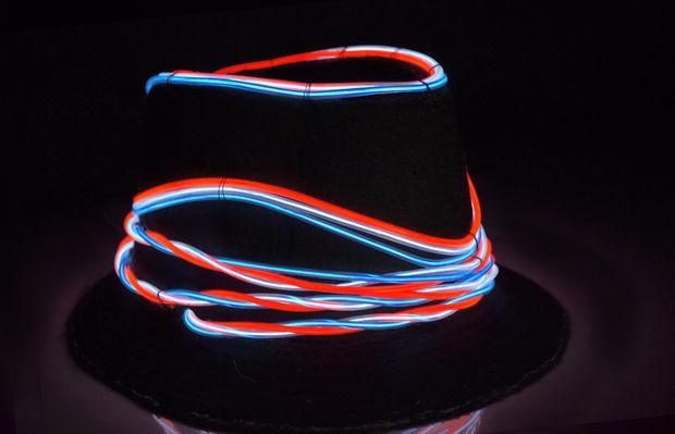 ez-el hat (https://cdn.sparkfun.com/assets/home_page_posts/2/4/2/2/ELHat.jpg)