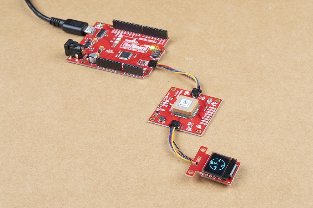 https://cdn.sparkfun.com/assets/learn_tutorials/1/2/6/3/Qwiic_GPS_Clock_microOLED-Analog-Military_Arduino_RedBoard.jpg
