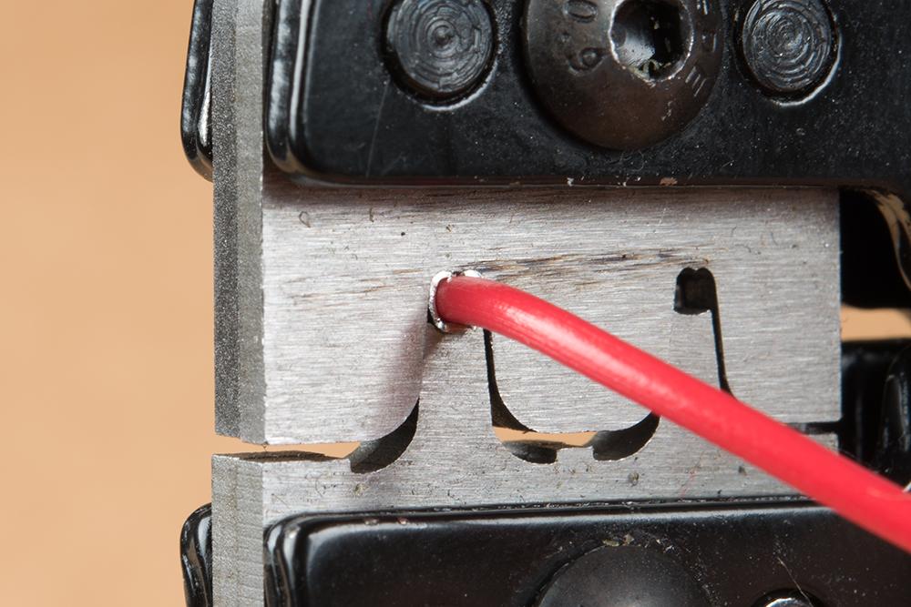 https://cdn.sparkfun.com/assets/learn_tutorials/4/1/Crimping-Pin-Wire.jpg