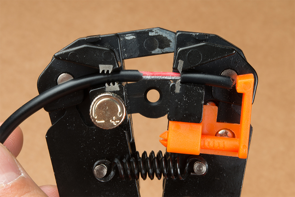 https://cdn.sparkfun.com/assets/learn_tutorials/4/1/Self-Adjusting-Wire-Stripper-Sheath-Stripped.jpg