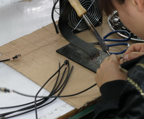 http://cdn.sparkfun.com/newsimages/China-2011/3/6-Cables-5-M.jpg