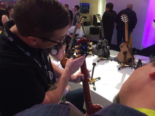 Self-Tuning Gibson Guitar