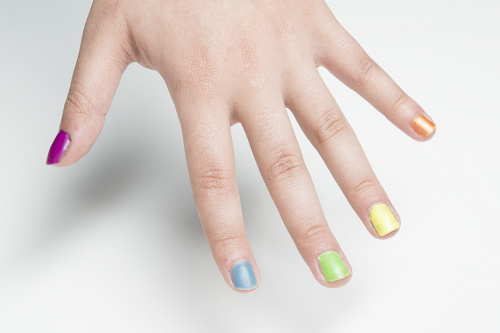 Colored nail polish UV LED cured