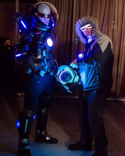 Mr. Freeze and Captain Cold pose at Dragon Con
