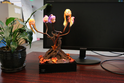 Tree lamp on the desk