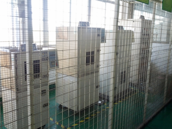 Battery testing cage