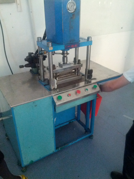 LED lead cutting machine