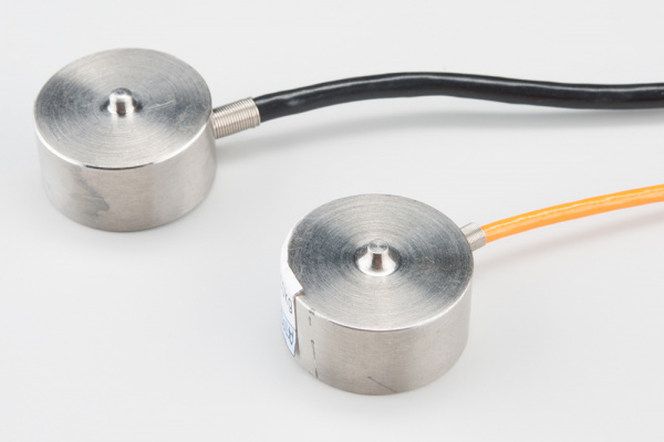 Two disc strain gauge load cells