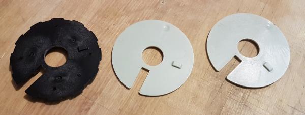 Combination lock discs with raised tabs