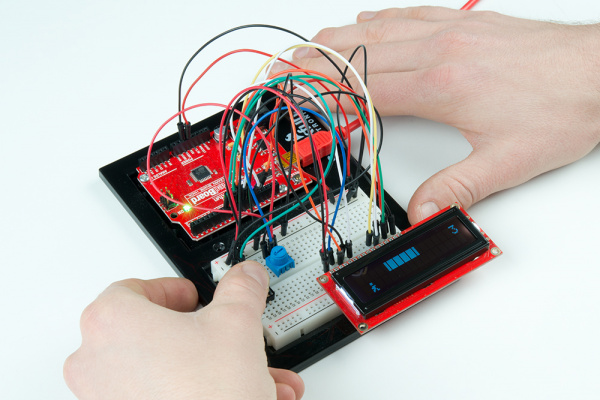 Playing the endless runner Arduino game