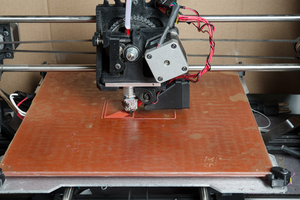 3D printer creating the skirt and first layer