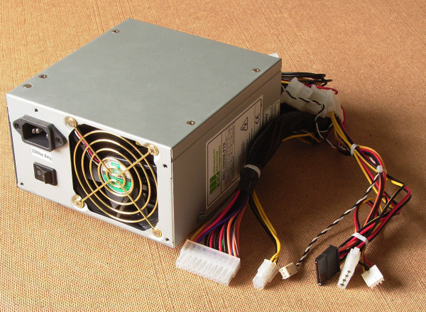 ATX power supply with power connectors
